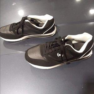Men's 10.5 black and white Phat Farm sneakers